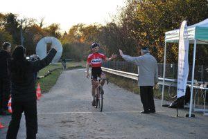 3e manche omnium genevois de cyclo-cross, l'arrivée victorieuse de Jeremy Montauban
