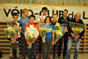 Les vainqueurs du 54e omnium genevois de cyclo-cross, de gauche à droite : Romain George (U11), Eddy Cadet (U15), Nicolas Chauveau (VTT), Alexandre Gendret (U13), Emilien Grillet (U17), Neilina Van-Gele (U13 F), Loana Lecomte (Fém), Olivier Antelme (Open)